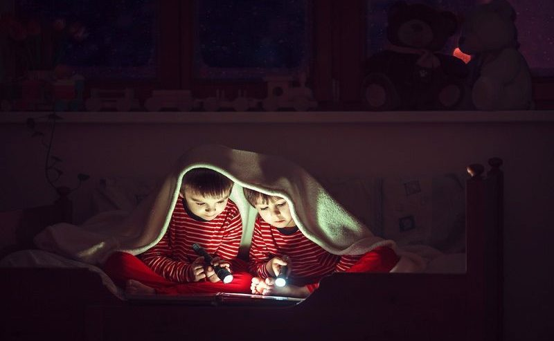 how to use a book light